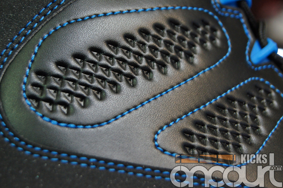 Air-Jordan-IX-(9)-Retro-Black-White-Photo-Blue-Detailed-Images-5