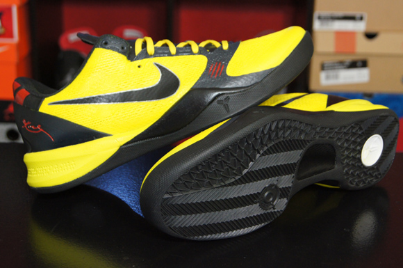 separation shoes ad049 fc521 Nike Kobe 8 'Bruce Lee' Custom by JP Custom Kicks - WearTesters