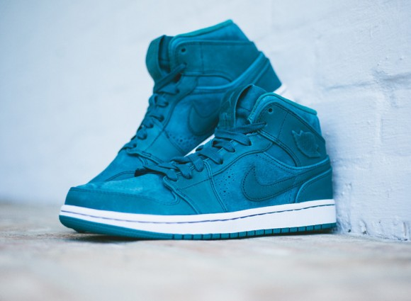 Air Jordan 1 Mid Nouveau 'Night Shadow' - Available Now 1