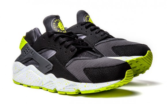 Nike Air Huarache Black:Venom Green- New Images