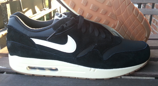nike air max 1 black with brown sole