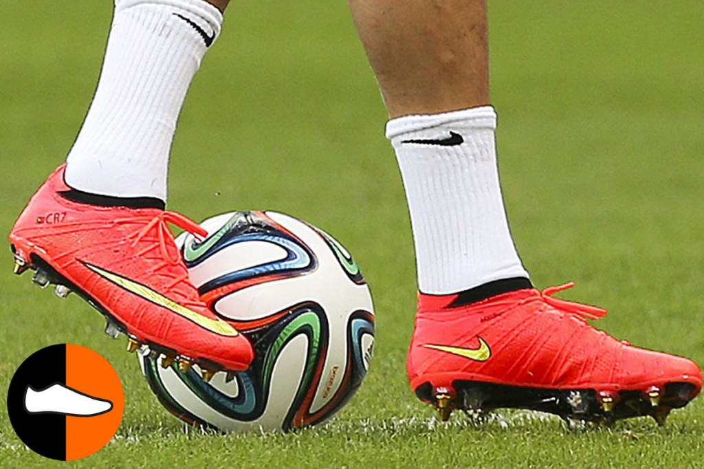 various colors 48d16 64245 Ronaldo Takes the Pitch in a Low-Cut Mercurial Superfly ...