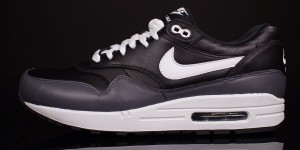 Nike Air Max 1 Black LTR – Quick Look