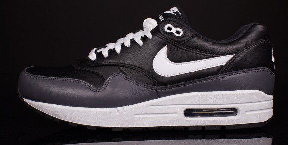 Nike Air Max 1 Black LTR - Quick Look