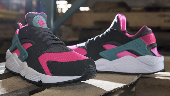 nike huarache pink and grey