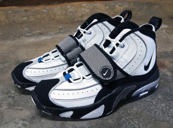 Nike-Air-Max-Pro-Streak-White-Black-Silver-2