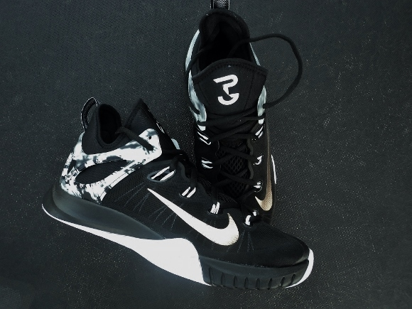 Finally giving us a full length Zoom shoe last year with the Zoom HyperRev,  Nike scaled back for the 2015 version. Be upset if you want, or enjoy the  new ...