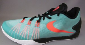 Nike Hyperchase Arriving at Overseas Retailers