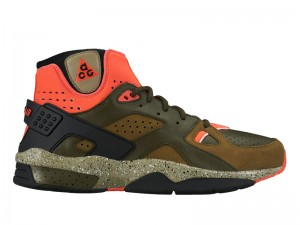 Get the Jump on Fall With This 'Militia Green' Colorway of the Nike Mowabb OG