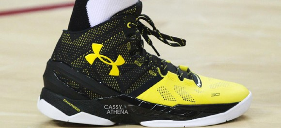 Chris-Brown-Rocks-a-Black-Yellow-Under-Armour-Curry-Two-7-580x264.jpg