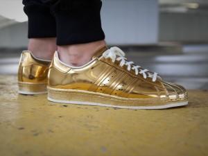 afew-store-sneaker-adidas-superstar-80s-metal-gold-met-goldmet-offwhite-16