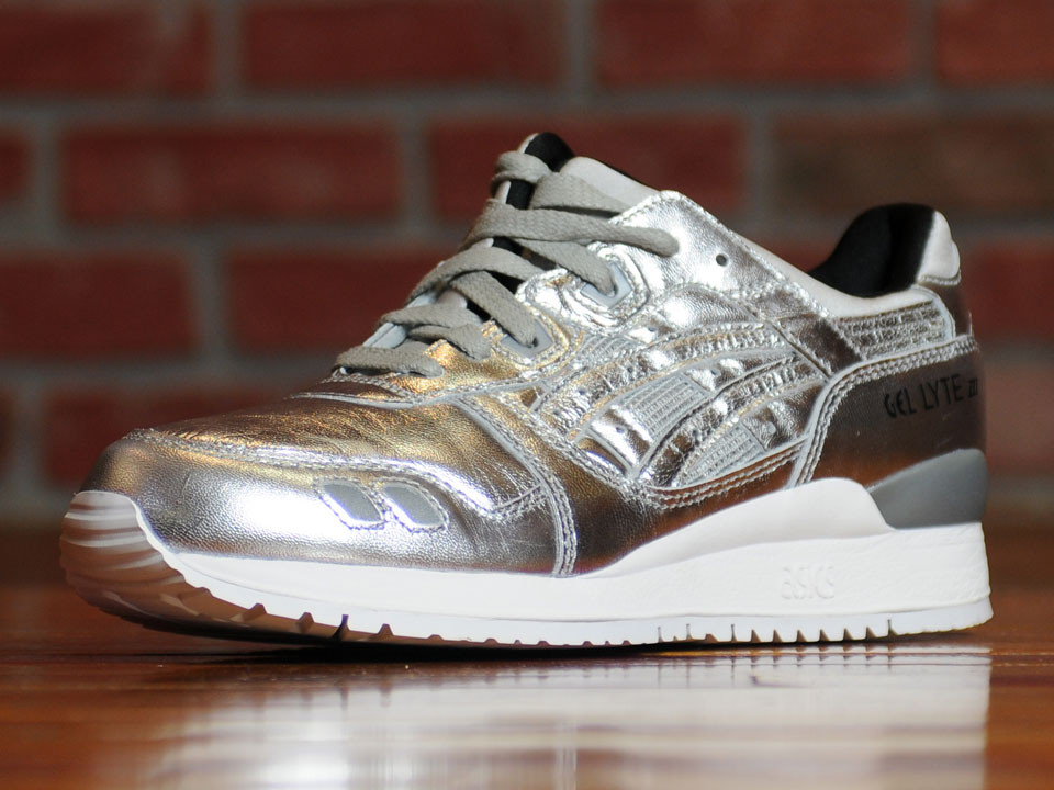 cheap for discount 15743 21075 The Asics Metallic Pack Features Two Favorites - WearTesters