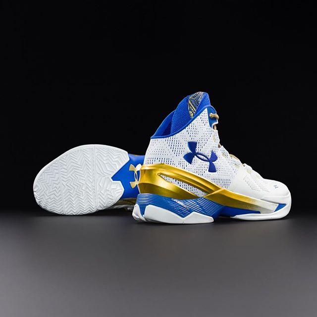 buy online d4876 f0420 The Under Armour Curry 2 'Gold Rings' is Available Now ...