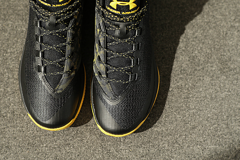 get-up-close-and-personal-with-the-under-armour-curry-3-black-taxi-3