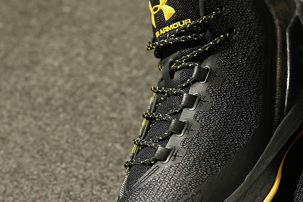get-up-close-and-personal-with-the-under-armour-curry-3-black-taxi-4