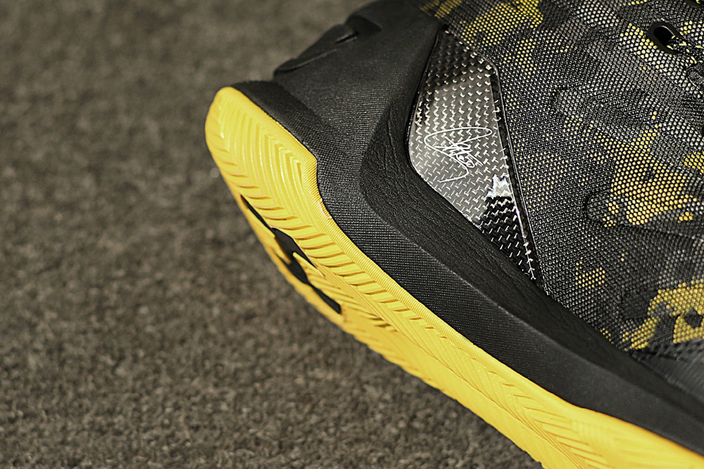 get-up-close-and-personal-with-the-under-armour-curry-3-black-taxi-7