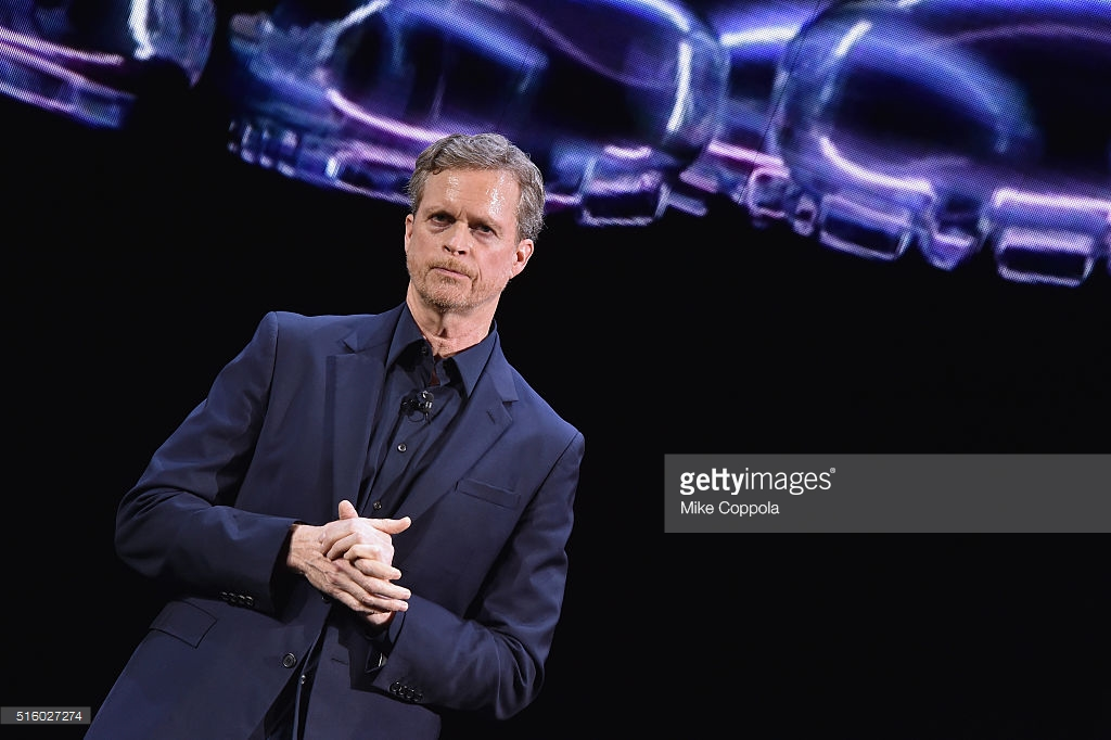 estaño conversión Juntar  Nike CEO Mark Parker Releases Statement Addressing President Trump's New  Immigration Policy - WearTesters