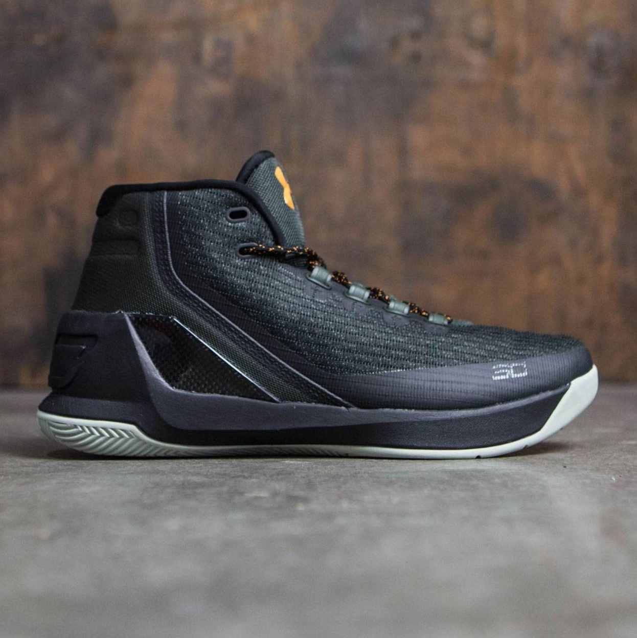 huge selection of 9c80d 65257 You Can Pull the Trigger on the UA Curry 3 'Marksman' Now ...