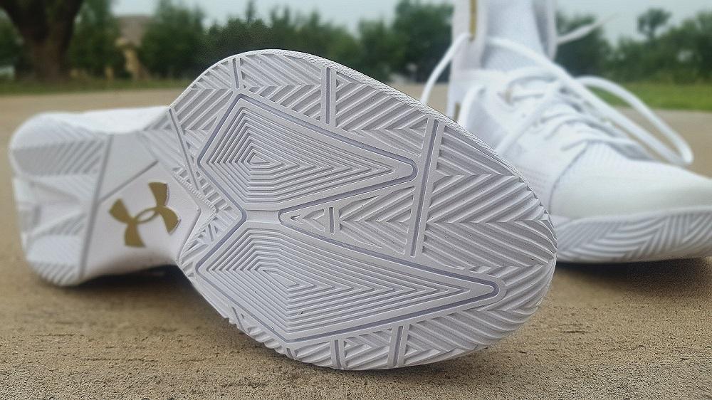Bajo Zapatos De Voleibol Armadura Críticas TPyXzBib