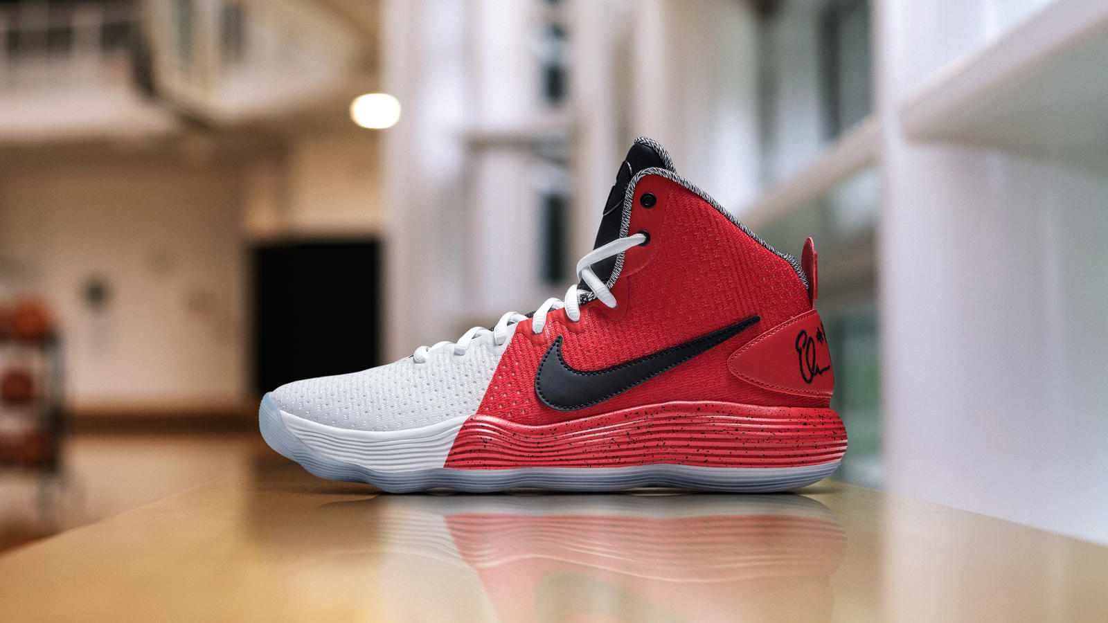 Abreviatura Entender estudio  Elena Delle Donne Honors Sheryl Swoopes with New Hyperdunk PE - WearTesters