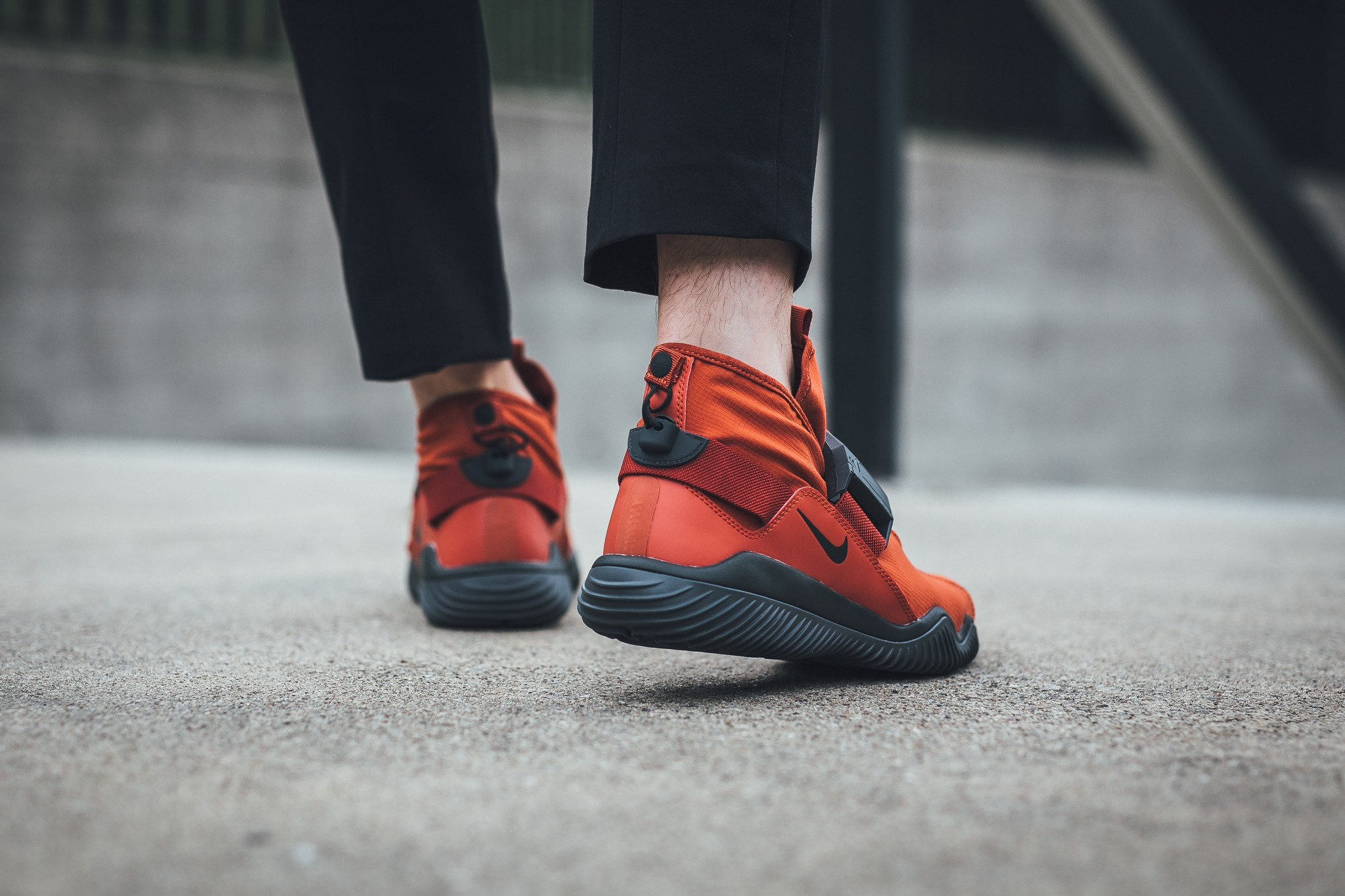 ornamento Degenerar Escalera  The NikeLab Komyuter PRM (ACG.07.KMTR) 'Dragon Red' Has Landed Overseas -  WearTesters