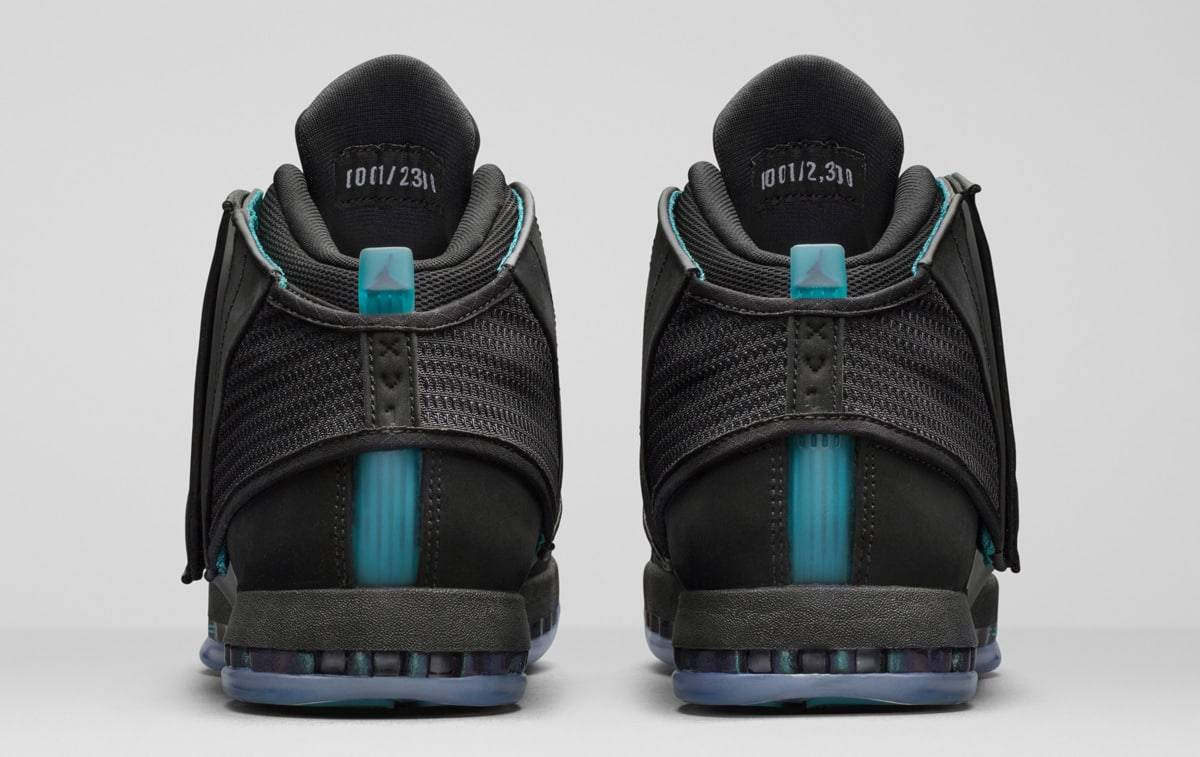 0f63249ce218 ( KICKS TODAY ) At first glance the Air Jordan 32 CEO appears to use a  black upper.