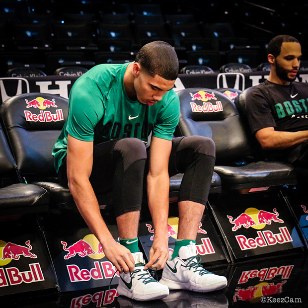 huge selection of 35603 71249 Rookie Jayson Tatum Rocked a Nike Kyrie 3 PE with His Own ...