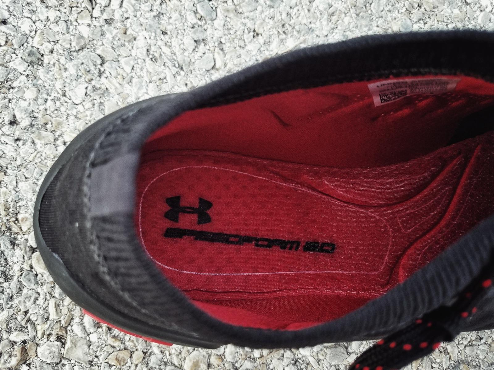 Sous Les Chaussures D'armure Hovr q7HjS