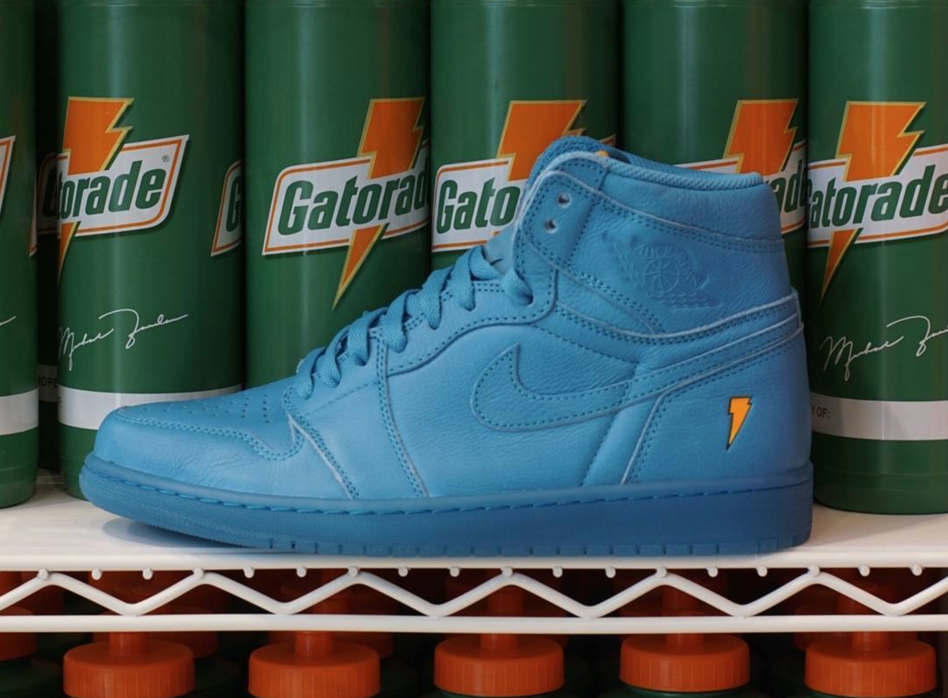 brand new 16f0c 6323b The Gatorade Air Jordan 1 'Like Mike' Pack is Available ...