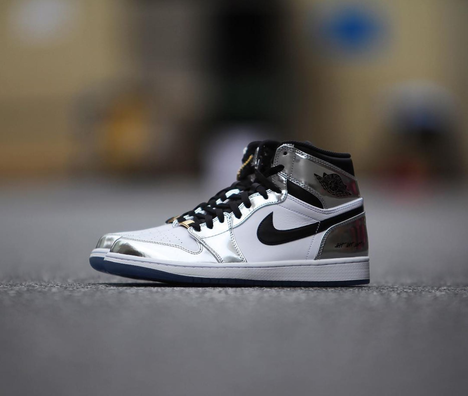 big sale 0d923 6a460 Detailed Look at Kawhi Leonard's Air Jordan 1 'Pass the ...