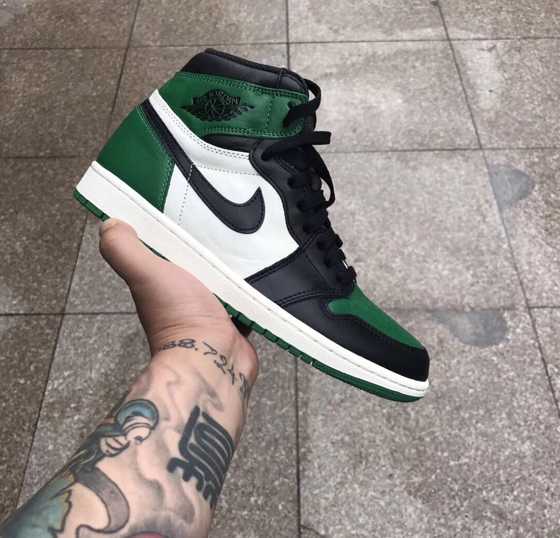 sports shoes b1edf 06ab0 First Look at the Air Jordan 1 'Pine Green' - WearTesters