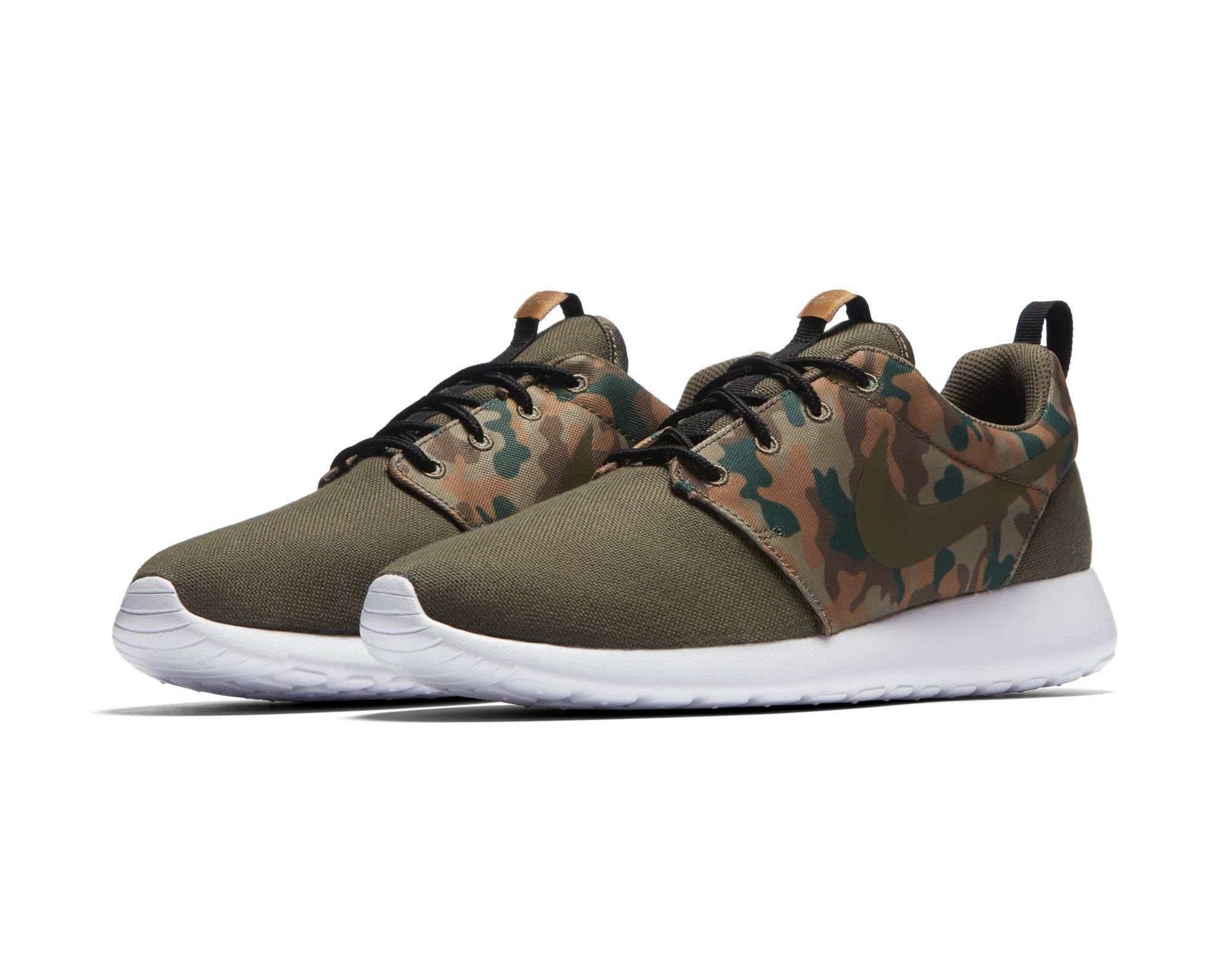 on sale 71bcd e1972 The Latest Nike Roshe One SE Pack Uses Camo for Fall ...